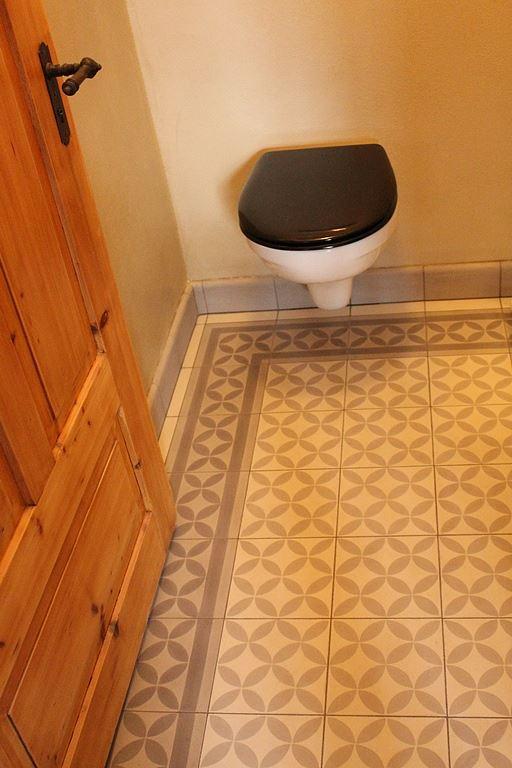 zementfliesen im badezimmer t glich gr t das mittelmeer. Black Bedroom Furniture Sets. Home Design Ideas